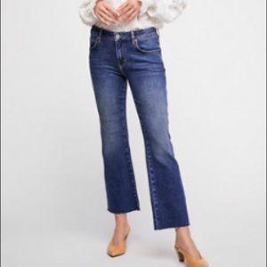 Rita Crop Flare Jeans Midrise in Sunset Blue